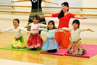 フラダンスの基礎を学ぼう!
